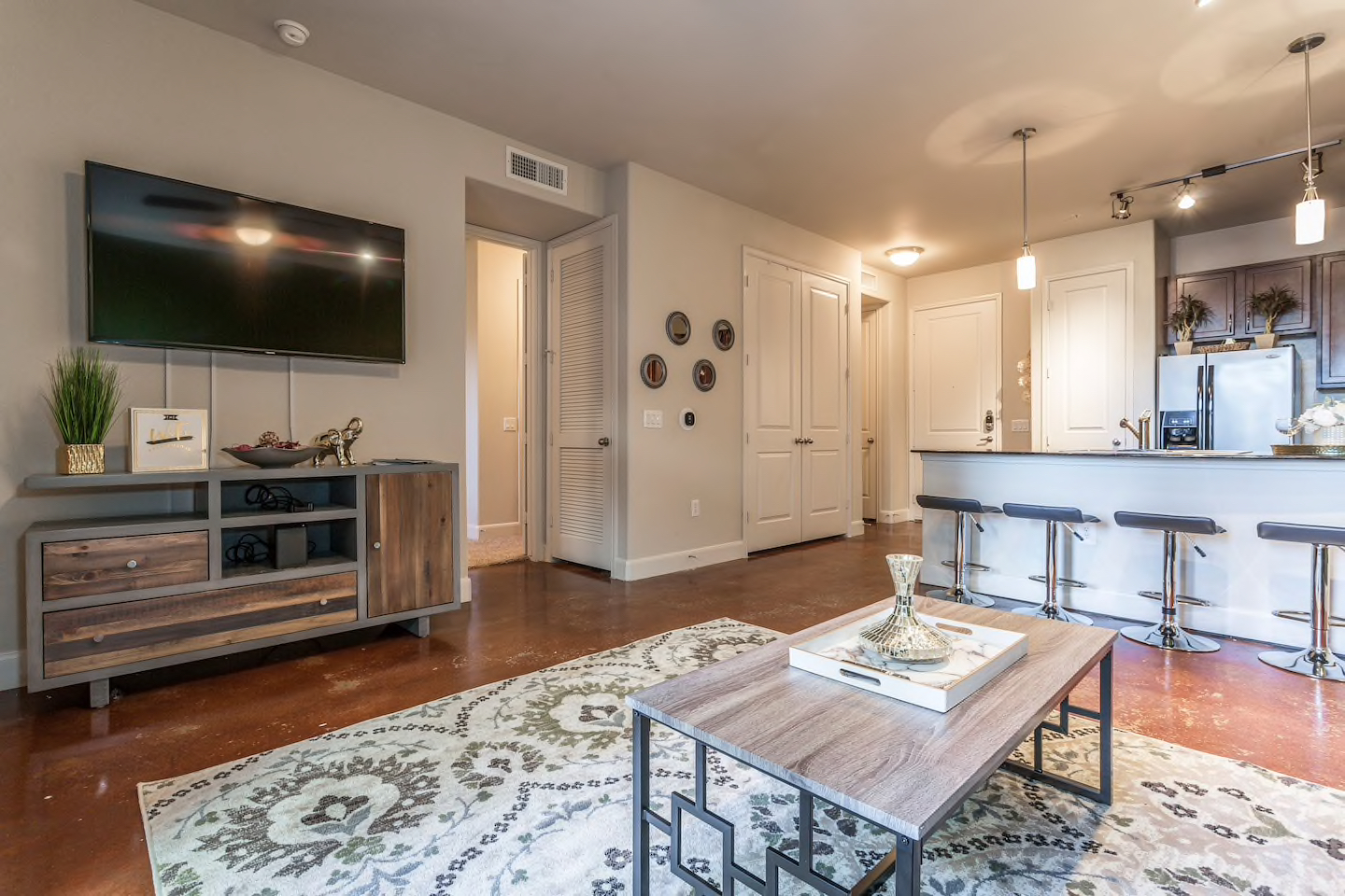 LUXURIOUS BUSINESS & FAMILY MONTROSE CONDO